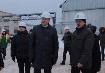 Губернатор Вологодской области посетил завод топливных брикетов Белозерского леспромхоза
